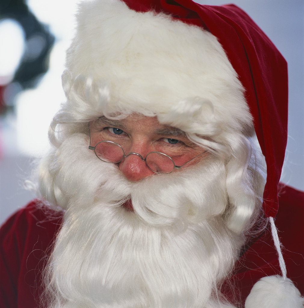 http://hollywoodroaster.files.wordpress.com/2008/12/santa_claus.jpg